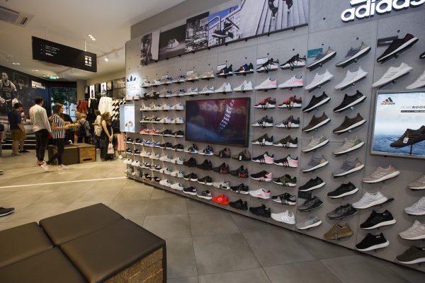 Foot Locker otevřel na Václavském náměstí třípatrovou prodejnu