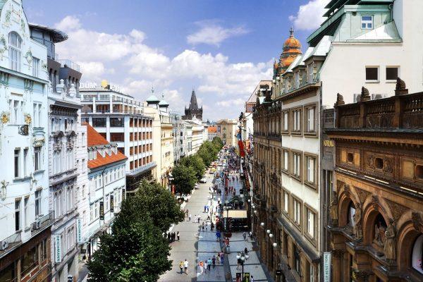 Nejdražší ulice světa. Prvenství má Pátá Avenue, Příkopy i Pařížská na 22. místě