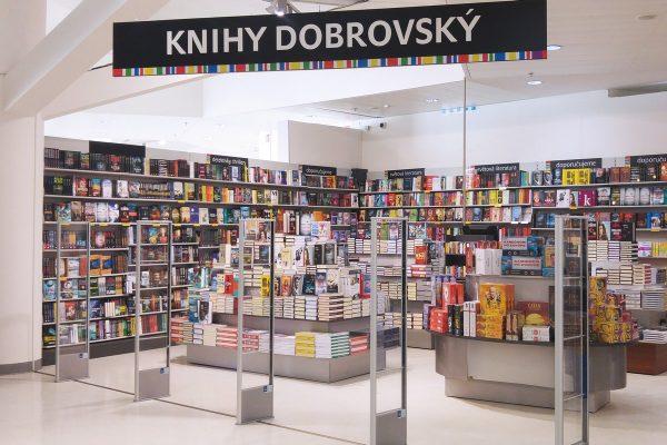 Síť Knihy Dobrovský otvírá prodejnu v Kotvě, chystá se do Olomouce