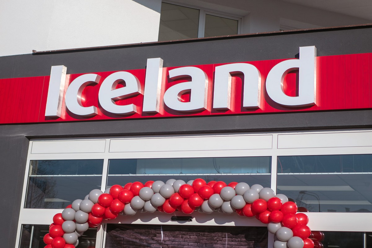 Iceland změnil logo - už není oranžovočervený, ale červenobílý