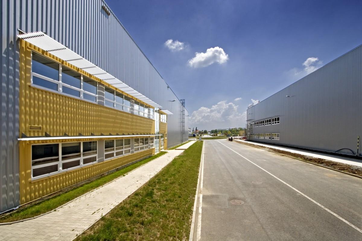 Nové skladovací prostory Moebelixu ve Zdibech