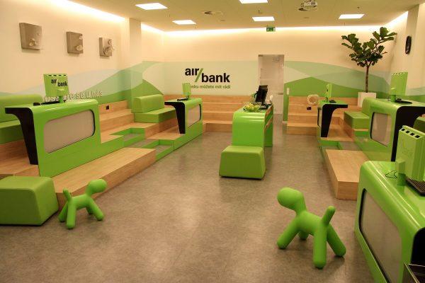 Mobilní banking zažívá boom. Nejvíc stažení hlásí Česká spořitelna, nejvyšší podíl Air Bank