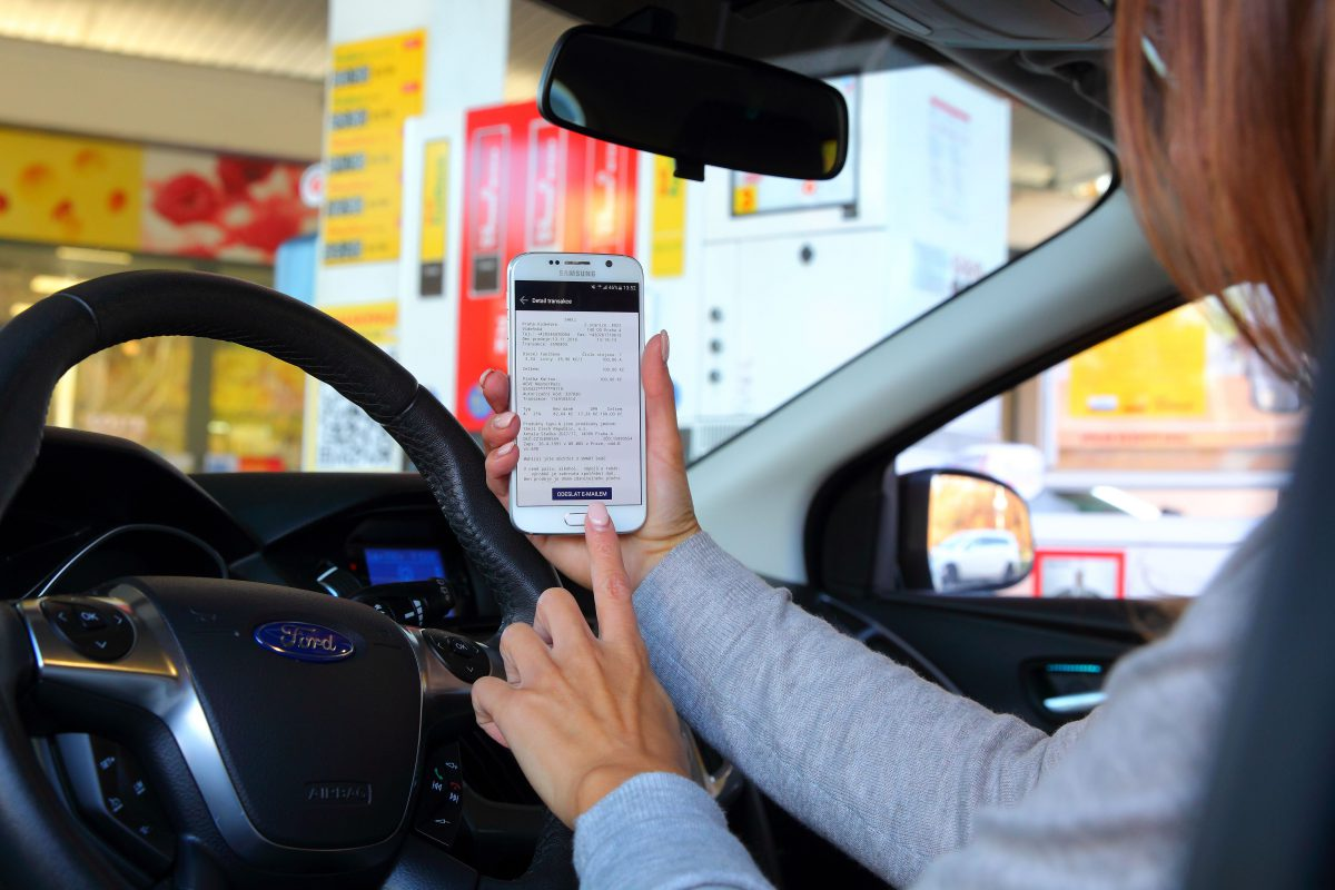 Nová služba platby skrze mobilní telefony bude brzy dostupná na čerpacích stanicích Shell