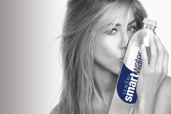 Coca-Cola uvedla na český trh balenou vodu Glacéau Smartwater