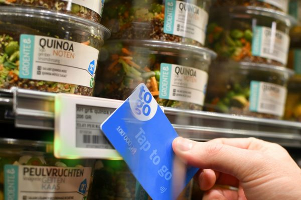 Ahold testuje nákupy bez pokladen: zboží se skenuje zákaznickou kartou
