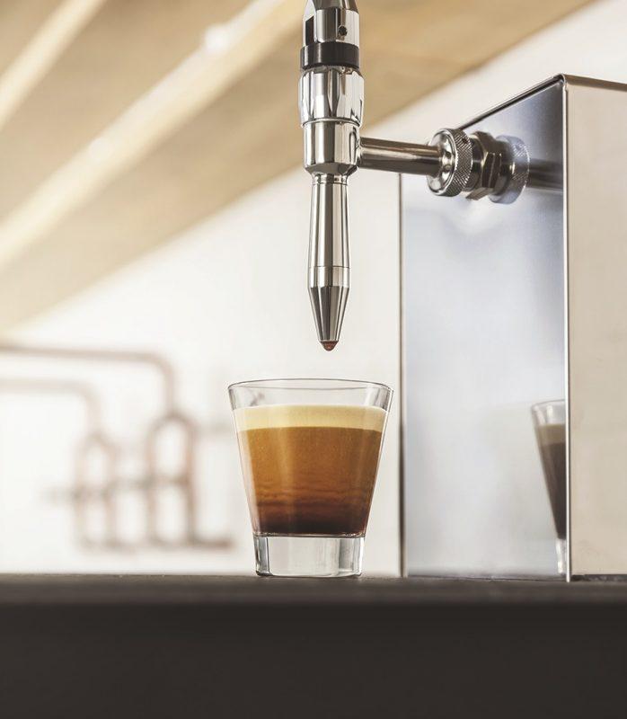 Kávová pípa v prodejně Tchibo