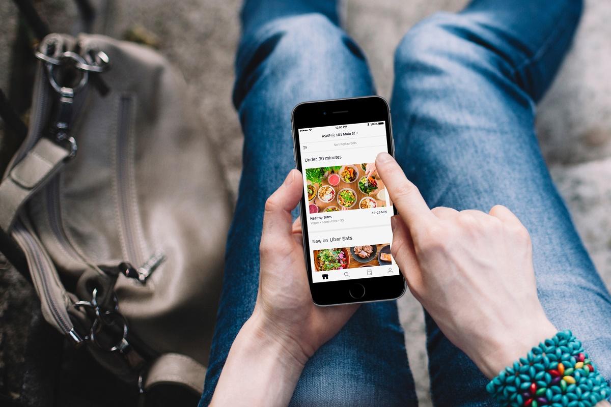 Uber Eats je již druhá rozvážková služba, která spustila v Praze tento rok provoz. První je konkurenční firma Wolt.