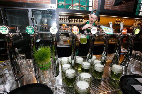 Velikonoce: pivovary uvádějí speciály, Češi utrácejí o pětinu víc