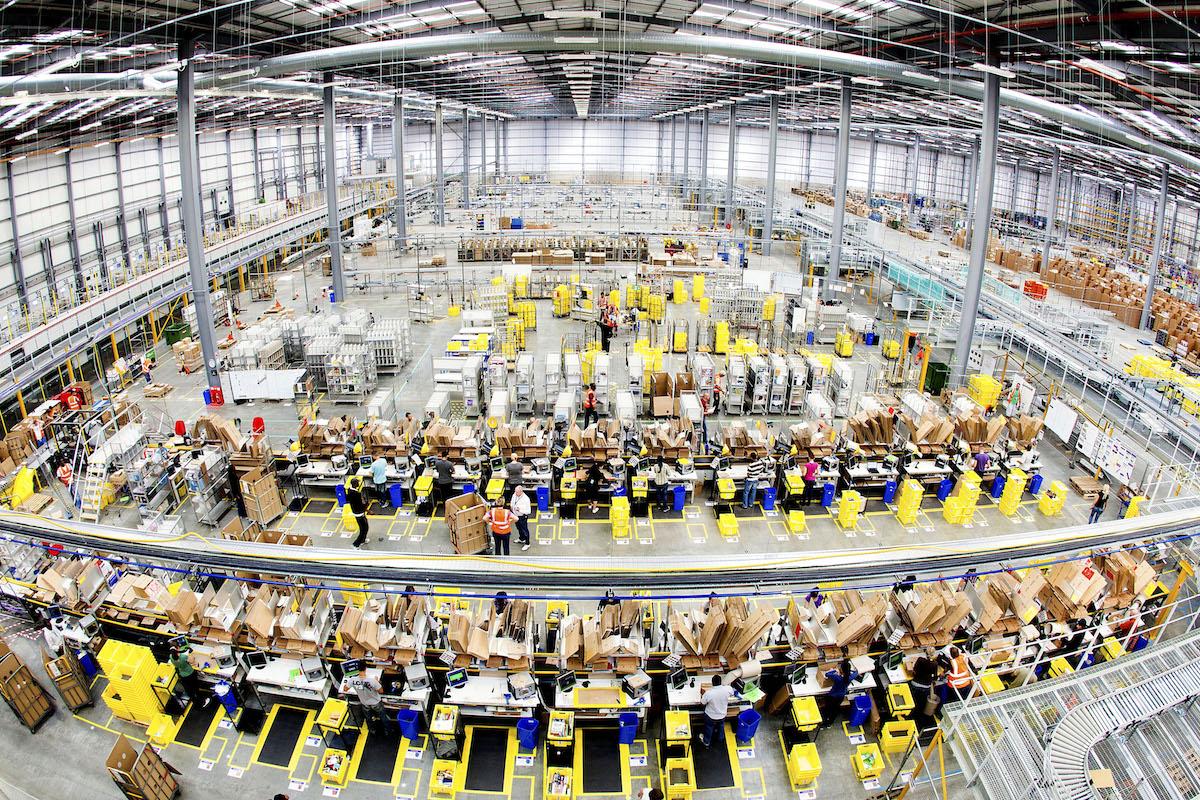 Interiér skladu Amazonu
