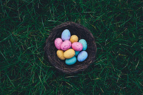 Sladkosti, vejce. Řetězce vydávají slevové speciály k Velikonocím