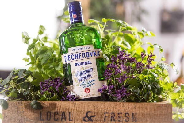 Becherovka ukáže ingredience na etiketách
