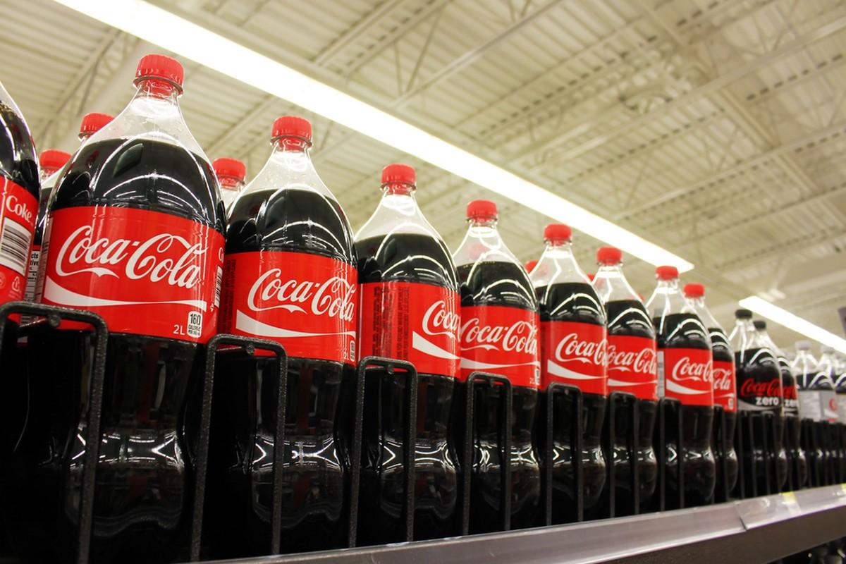 V září retaileři nejvíce promovali Coca Colu