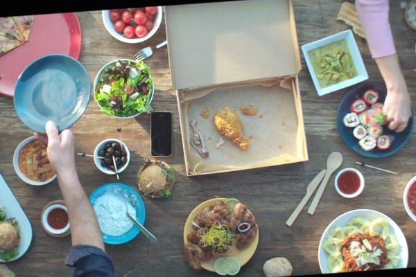 Dáme jídlo nově rozváží i Burger King a spolupracuje s Gibon Delivery