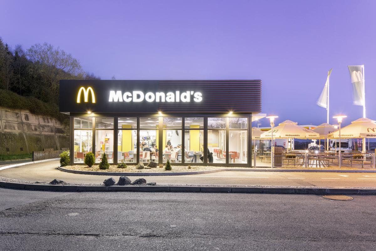 McDonald's v Česku v roce 2016 utržil přes 4 miliardy Kč
