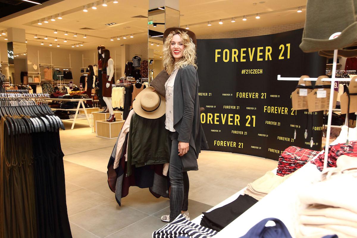 Forever 21 otvírá. Obchod pomohla uvést Nikol Moravcová z tria Bloges Robes. Foto: Forever 21