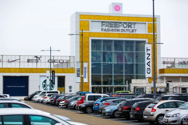V outletu Freeport v Hatích loni zákazníci utratili 1,8 miliardy Kč