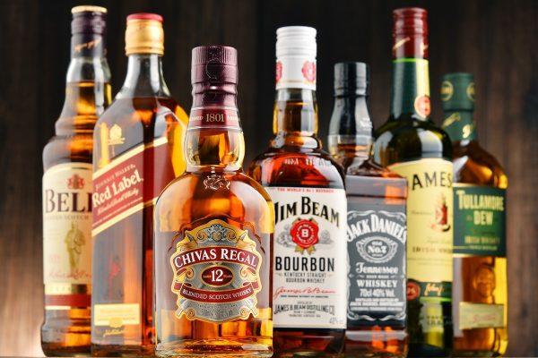 Je týden slev na whisky, rum a víno. Tullamorka je nejlevnější od roku 2013