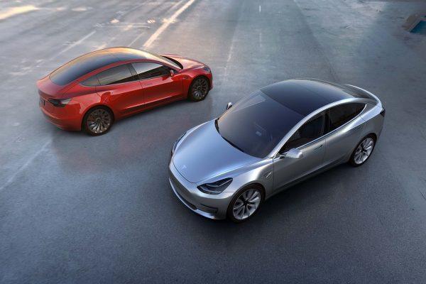 Alza.cz chce zařadit do nabídky nejnovější model elektromobilu Tesla