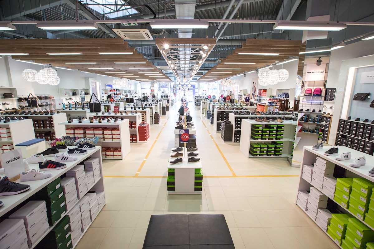 Interiér první české prodejny rakouské značky Shoe4you