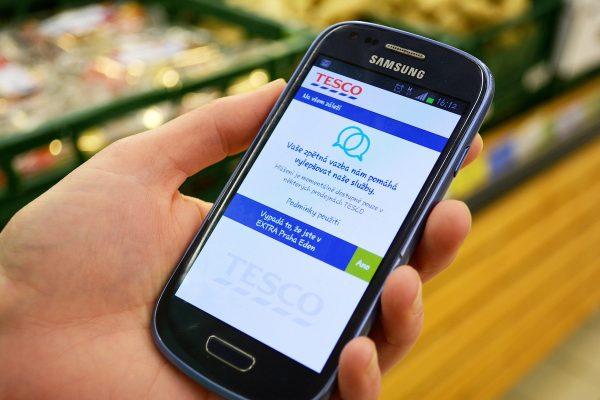 Tesco bez pokladen, Amazon jako predátor, Sainsbury's propouští