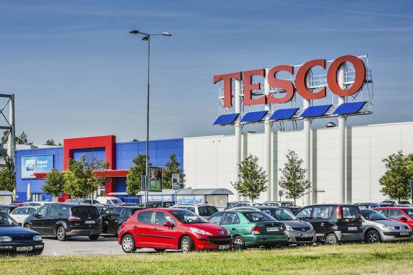 Tesco od července navýší v Česku základní tarifní mzdyaž o 7 %