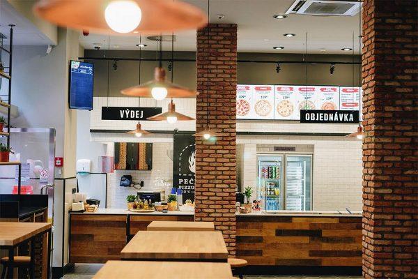 Pizza Hut otevřela ve Světozoru první pobočku mimo obchodní centrum