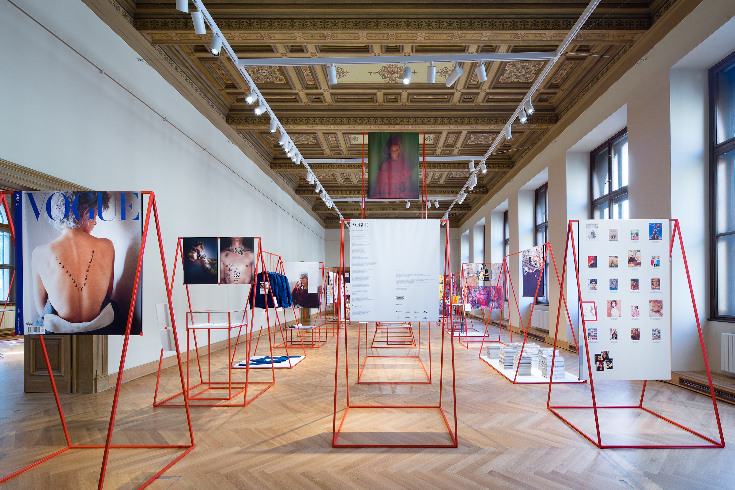 Uvedení místní edice Vogue proběhlo v Umělecko-průmyslovém muzeu v Praze, kde je k tomu i výstava