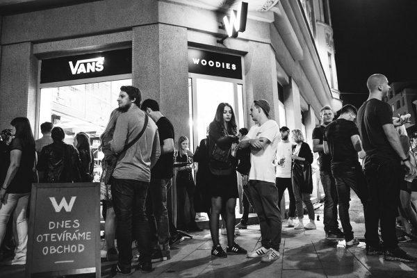 Queens přebírá streetwear divizi značky Woodies, ta se vrací k hodinkám