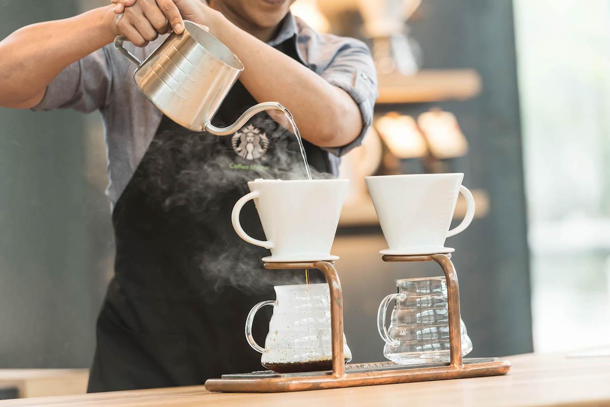 Příprava kávy metodou pour-over
