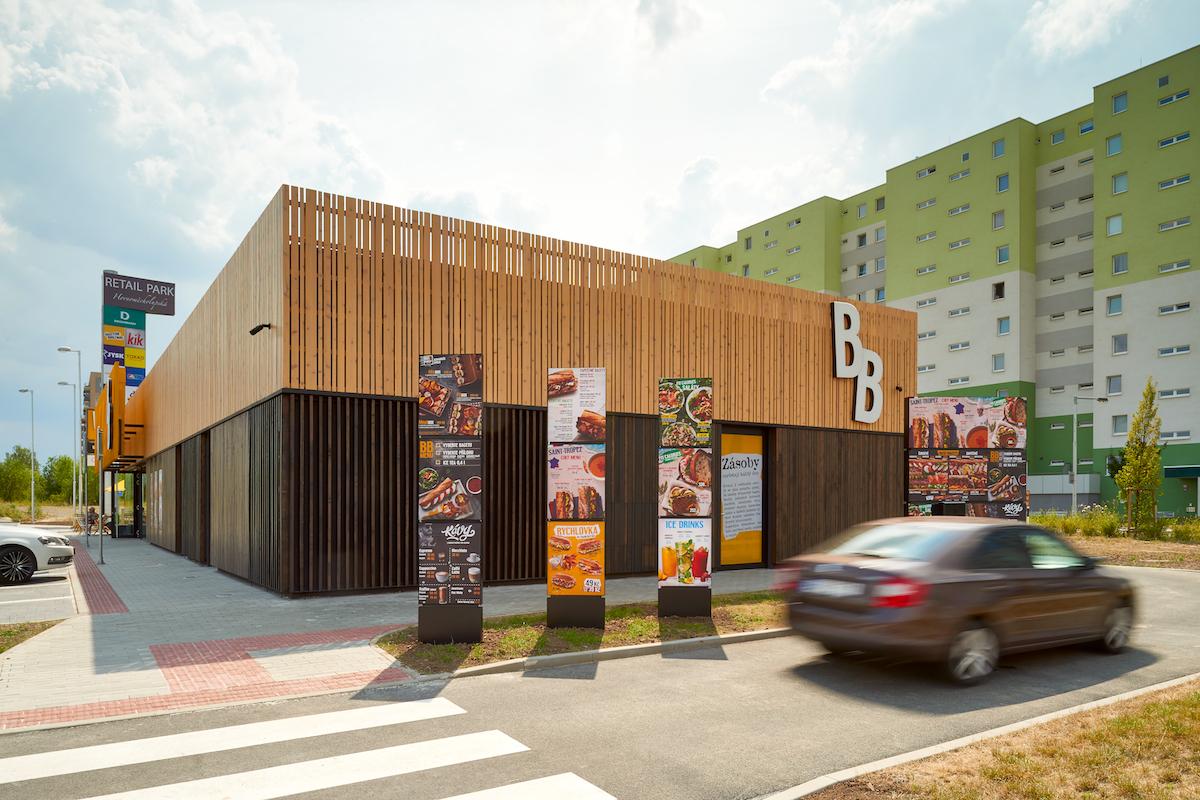 Nový koncept samostatně stojících restaurací Bageterie Boulevard, s BB Drive