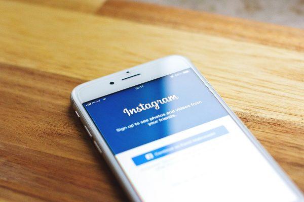 Instagram rozšiřuje nákupy do vyhledávání, přidává záložku Shopping