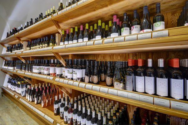 Distributor vín Global Wines otvírá v Panské pátou pražskou prodejnu