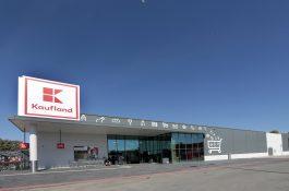 Zlevňují mléčné výrobky, Kaufland nabízí historicky nejlevněji Lučinu