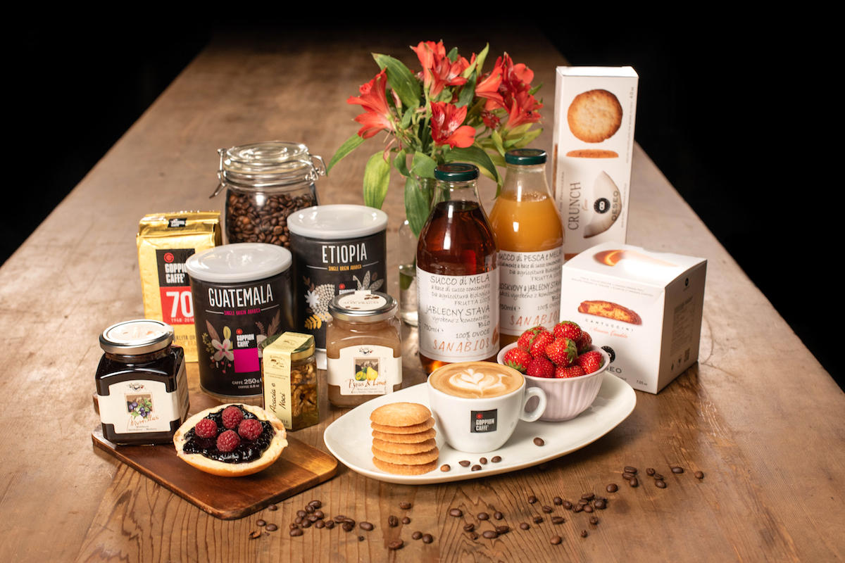 Káva a sladkosti z Wine Foodu