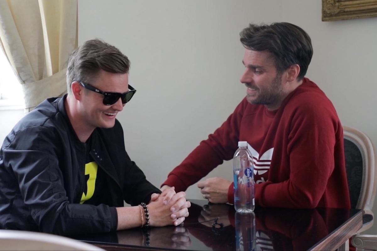 Kamil Bartošek a Leoš Mareš vyjednávají o ferrari. Repro: Stream.cz