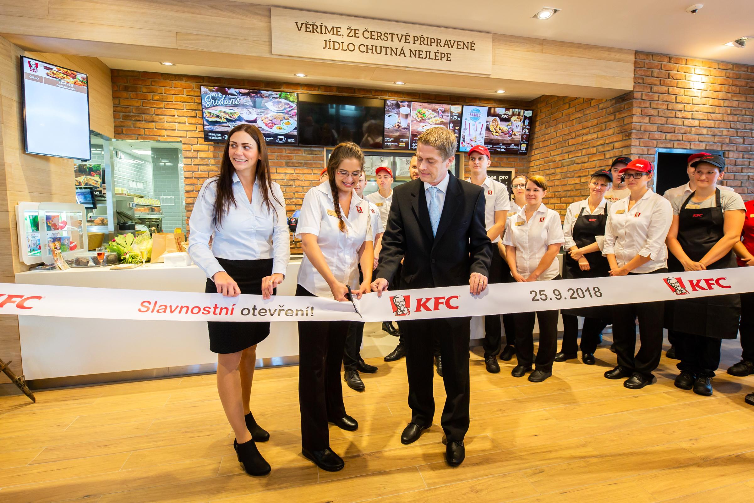 Slavnostní otevření KFC v Karlových Varech proběhlo 25. září