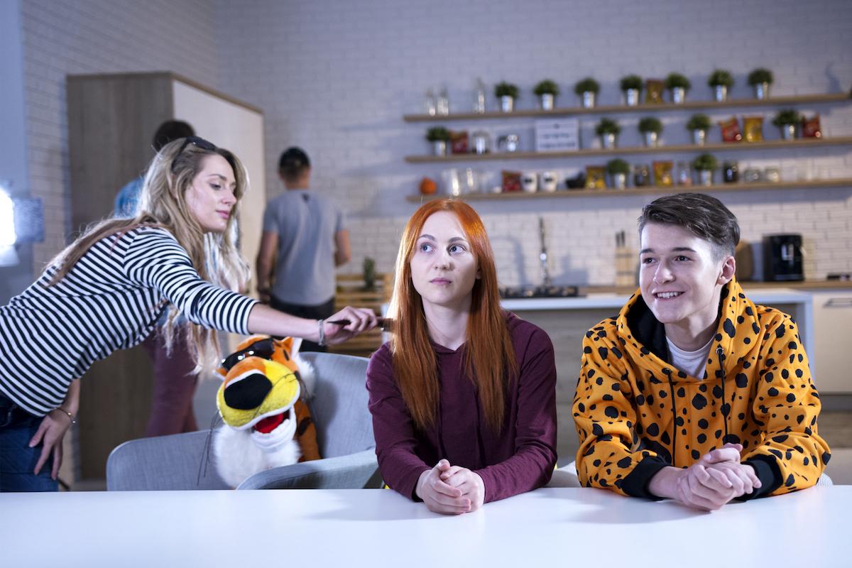 Součástí kampaně značky Cheetos jsou youtubeři Natyla (vlevo) a Oly