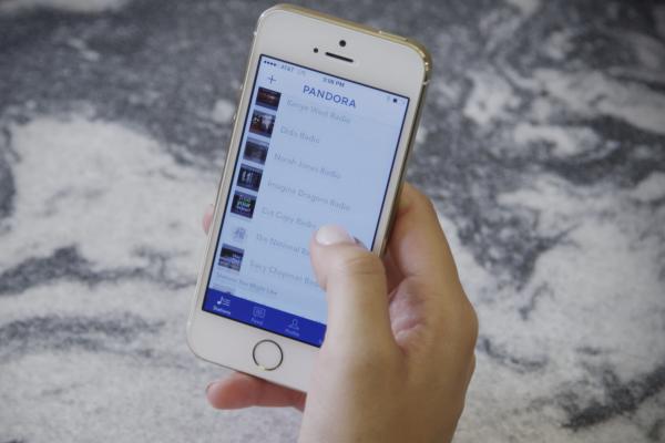 Rozhlas SiriusXM kupuje hudební službu Pandora
