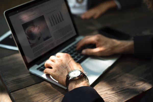 Europoslanci schválili směrnici o copyrightu