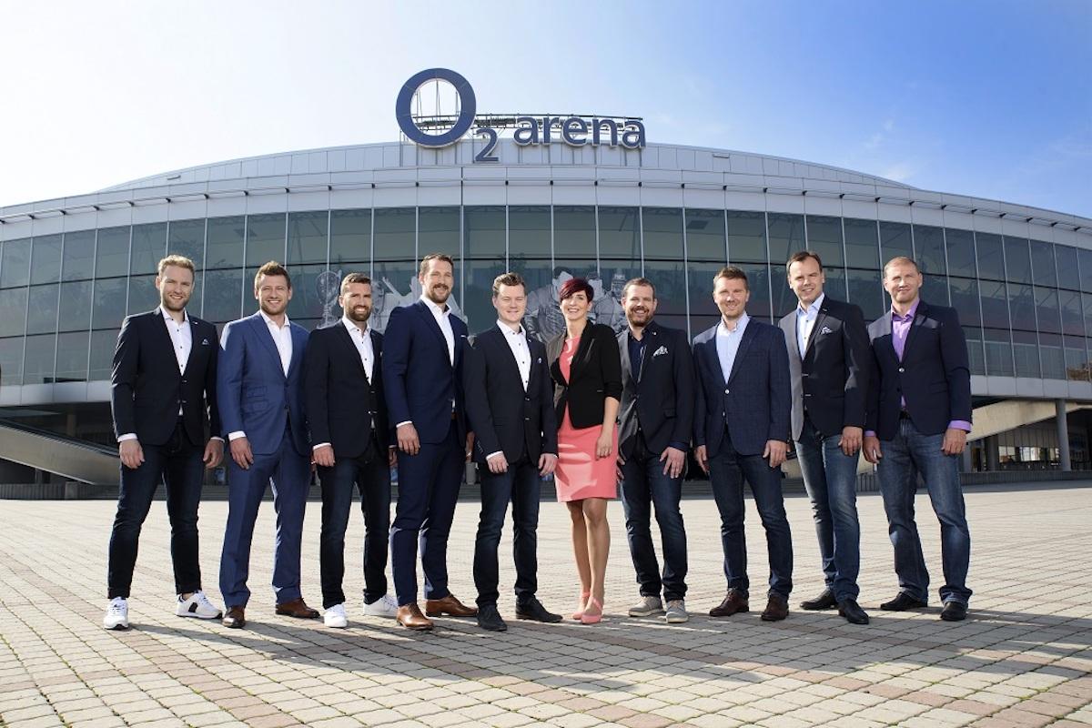 Hokejová redakce O2 TV Sport: zleva Tomáš Zetek, Jiří Tlustý, Libor Basík, Jakub Koreis, Richard Tesař, Tereza Kubíčková, Jan Homolka, Roman Málek, Jan Velart, Petr Ton. Foto: O2