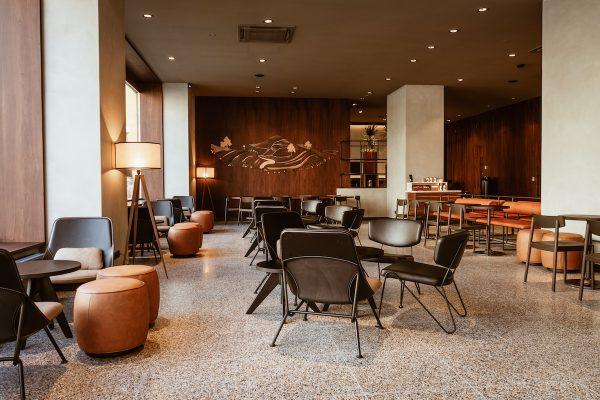 Starbucks otvírá v Praze bar s prémiovou kávou Reserve, svůj první v Česku