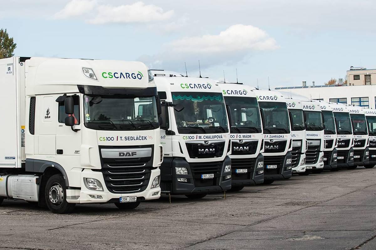Jména českých hrdinů na kamionech CS Cargo