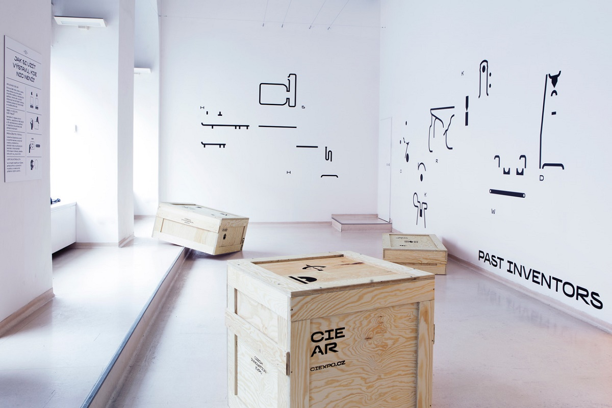 Česká centra spouští výstavu využívající augmentovanou realitu. K tomu jí slouží černobílé obrazce na stěnách