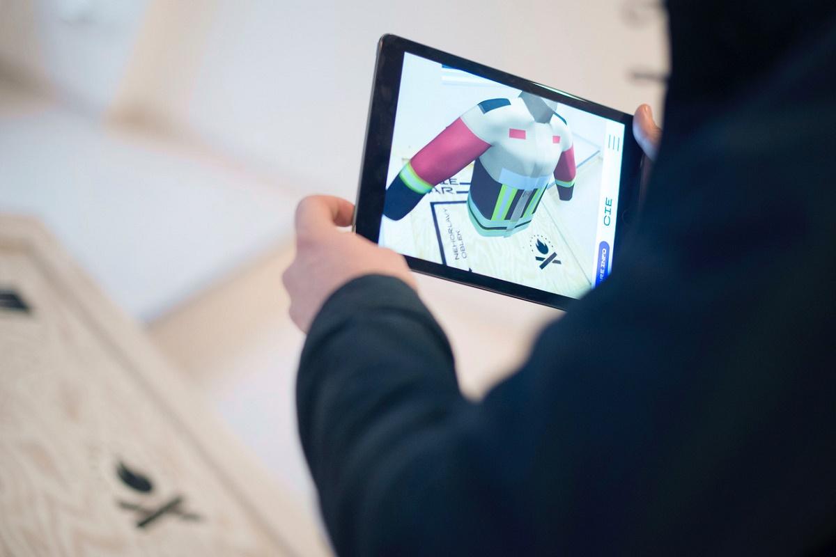 """U krabic se mohou návštěvníci podívat na 3D modely vynálezů, které v sobě """"ukrývají"""""""