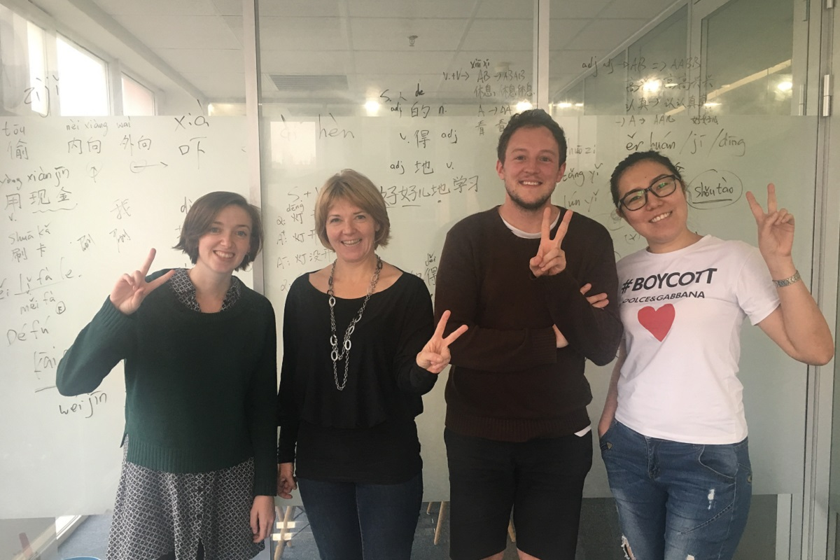 LTL Mandarin School Marketingový tým - Alice Hunter, marketingový manažer Max Hobbs a Aida Sarbassova s Lenkou Vrátnou z Parliama (druhá zleva)