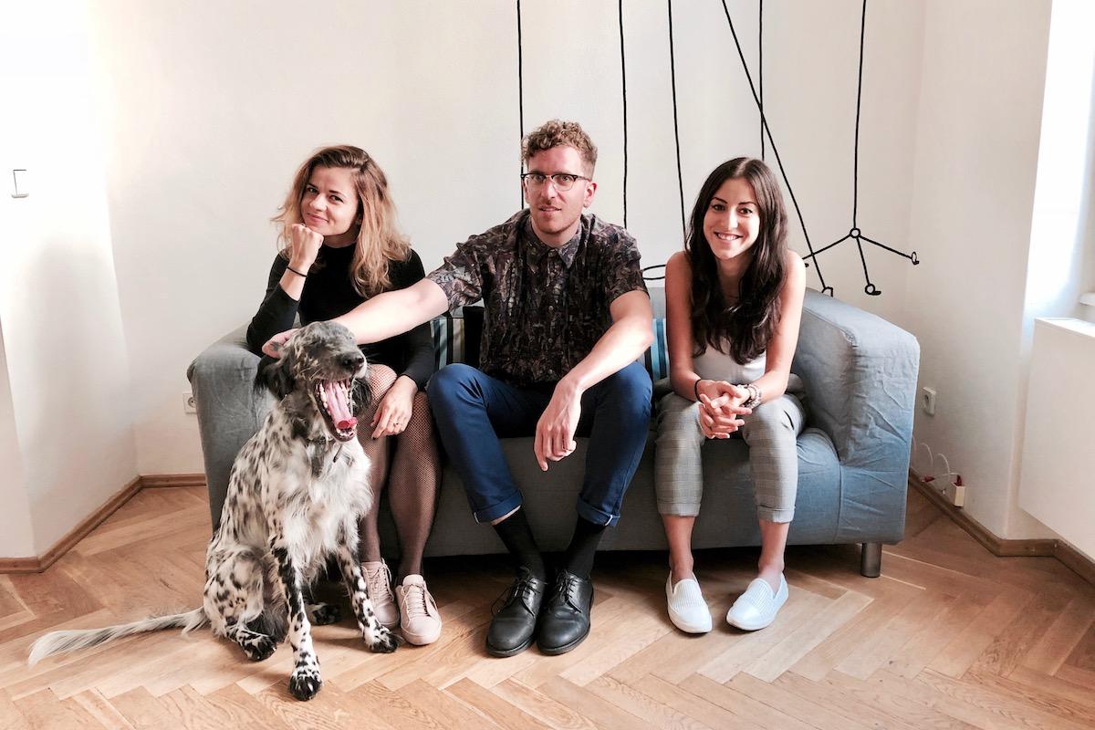 Nováčci v Brainz. Zleva Tereza Urbancová, Ian Eyles-Casizzi, Kateřina Bryndová
