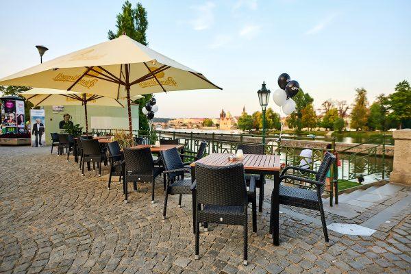 Šéfkuchař Kalina otevřel restauraci na pražské Kampě