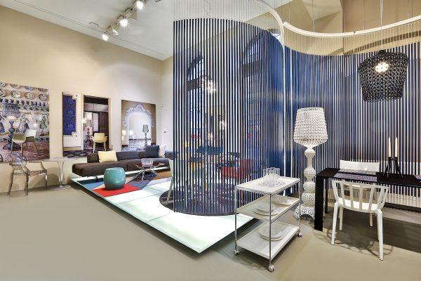 Po Milánu a Londýně mění interiér designový obchod Kartell v Praze