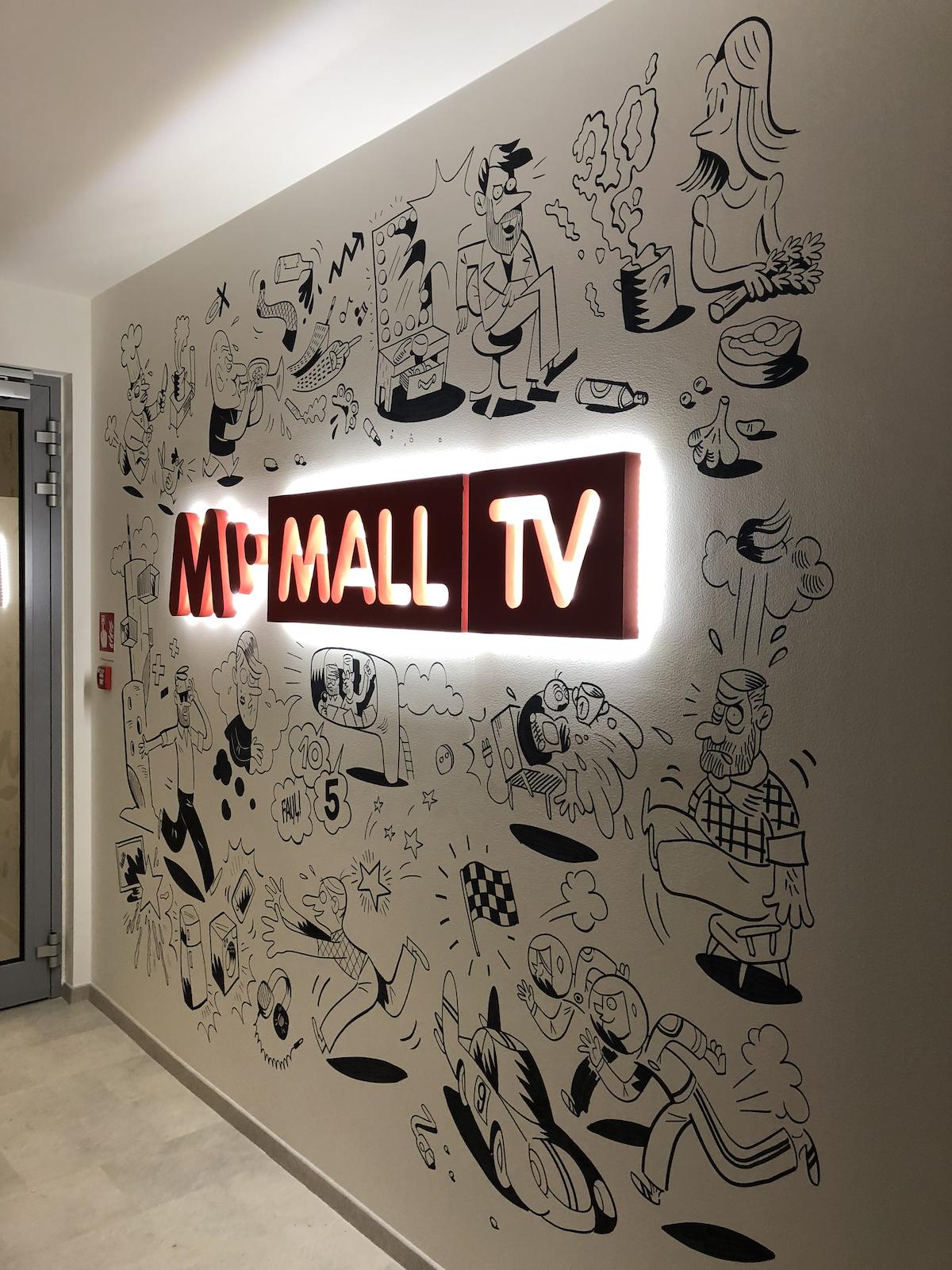 Vstupní chodba sídla Mall.tv v pražských Holešovicích