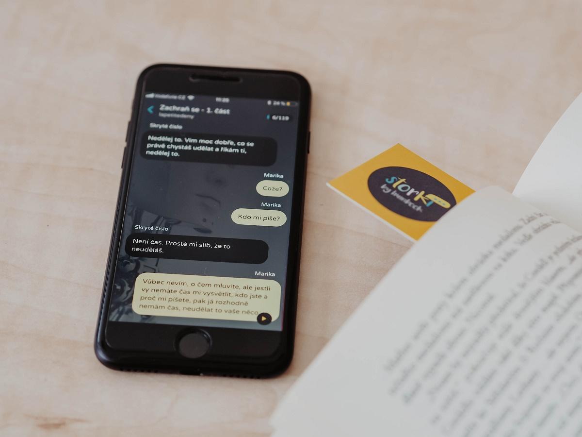 Příběhy chat fiction se zobrazují jako konverzace v podobě sms zpráv